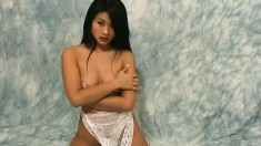 Attractive Linda Dinh gets on all fours and exposes her wonderful ass