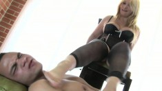 Ravishing blonde in lingerie Colombiana displays her footjob talents