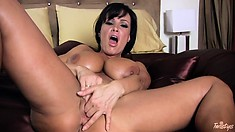 Awesome busty bitch Lisa Ann is reforming the whole masturbation genre