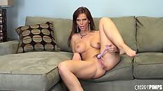 Syren De Mer uses her little vibrating dildo for maximum pussy pleasure
