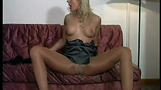 Blonde cougar exposes her superb body and pleases herself with a dildo